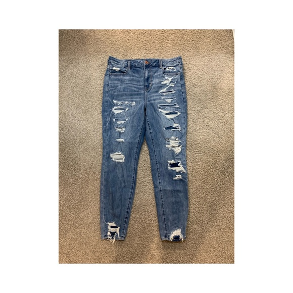 Distressed American Eagle Jeans!! 👖